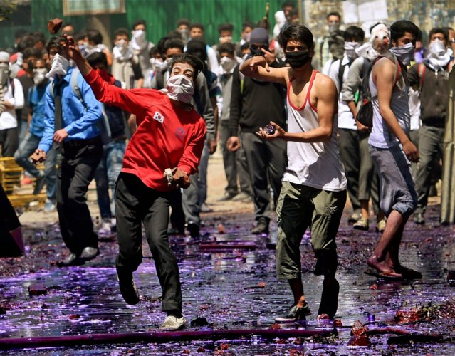 Jhabua slingshot for Kashmiri stone pelters?