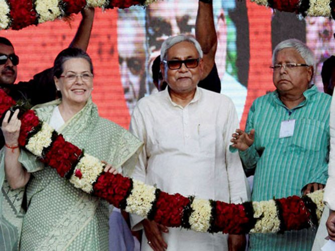 After phone call from Sonia, Lalu says time to unite non-BJP forces