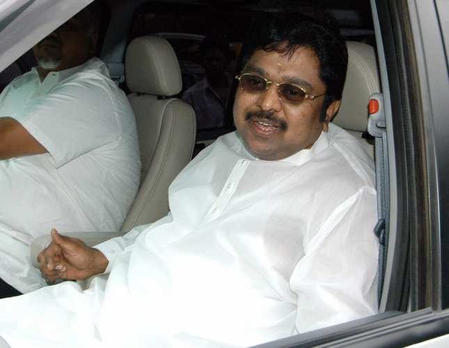 Dhinakaran questioned in EC official bribery case
