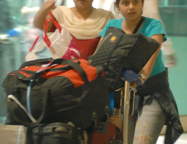 6 more airports to go handbag tags free; trial begins