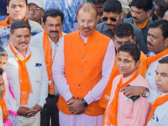 Vanzara holds road show on 10th anniversary of his arrest
