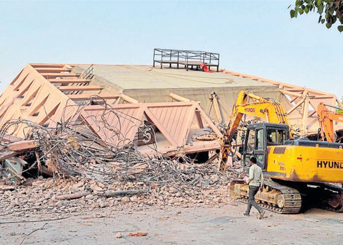 Delhi's Hall of Nations lies in rubble