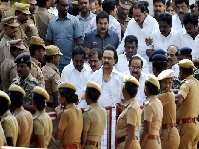TN bandh evokes mixed response; Stalin others court arrest