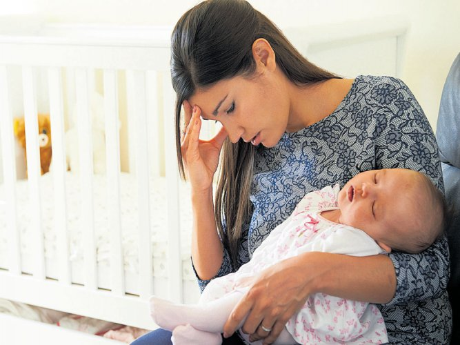 Mom's financial strain linked to smaller, weaker babies: study
