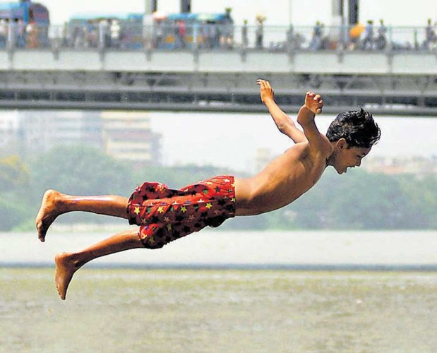 Heatwave persists, nation swelters