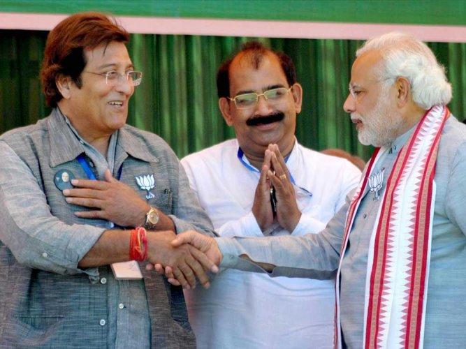 Vinod Khanna's constituency remembers its 'Sardar of bridges'