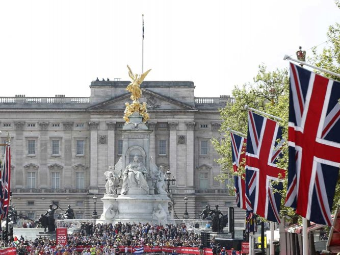 Teen pleads guilty to plotting attack on Buckingham Palace