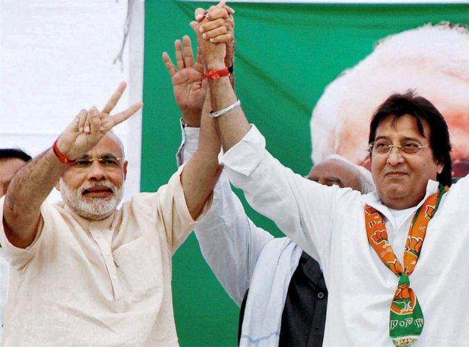 Four time MP Vinod Khanna, missed berth in Modi's team