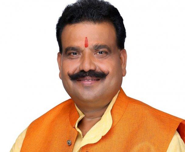 BJP MLA holds bank manager 'hostage'