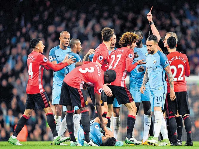 Manchester sides share spoils