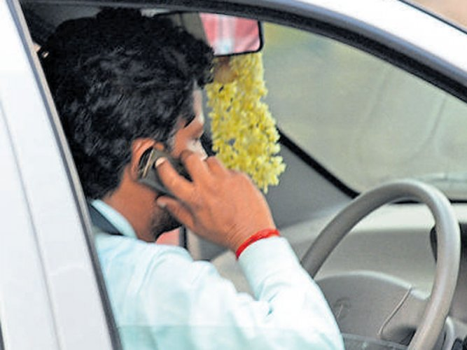 83% use mobile phone while driving in Bengaluru