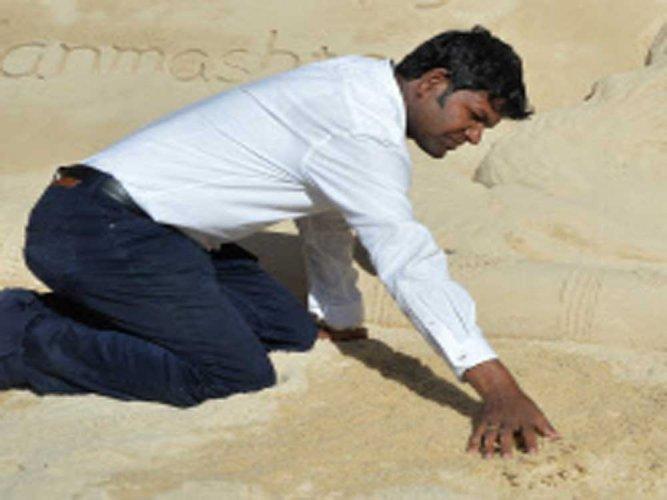 Sudarsan wins gold medal at 10th Moscow sand art championship