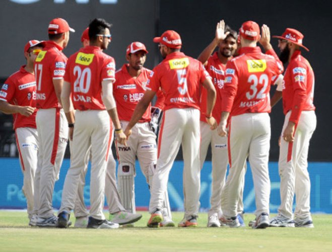 Maxwell invites Daredevils to bat after winning the toss