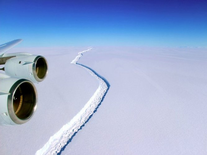 Networks of lakes, streams found on Antarctica's surface: study