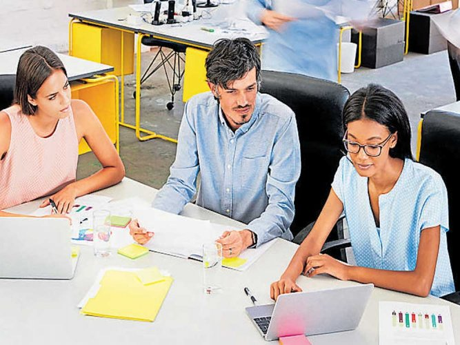'Helping co-workers harmful for overall office environment'