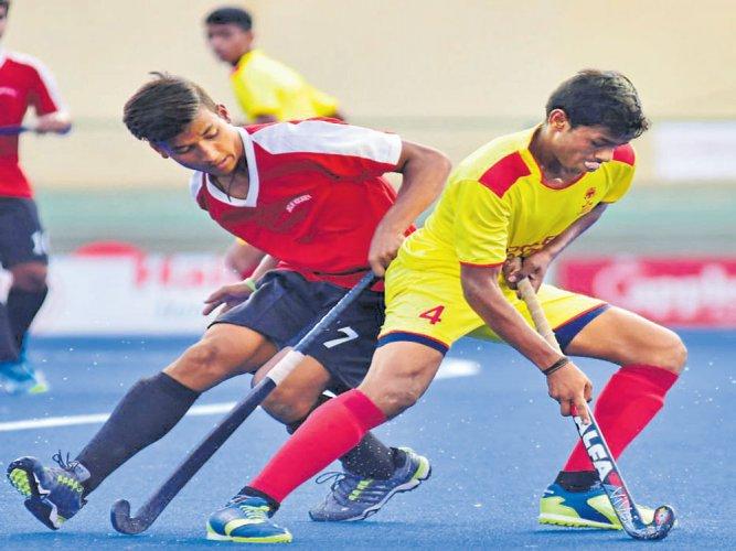 Karnataka edge Delhi to make quarters