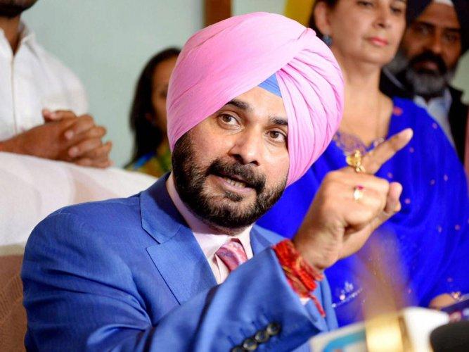 Navjot Singh Sidhu targets Akalis over 'diversion' of central funds