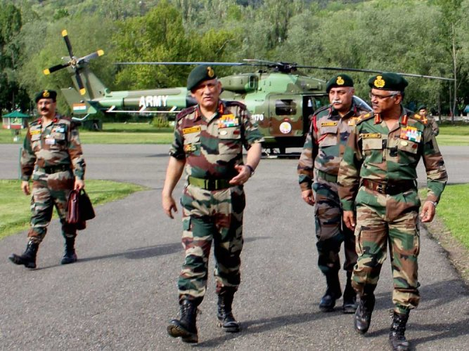 Army chief visits Kashmir for security review