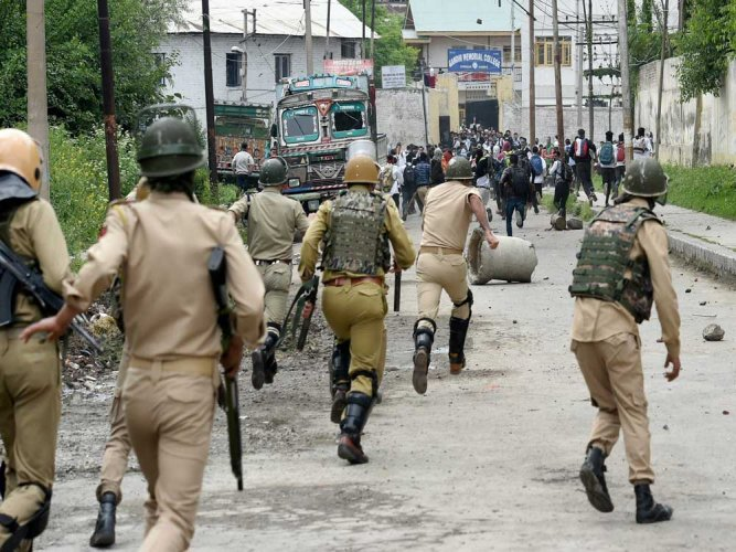 Protesters clash with security forces in Kashmir