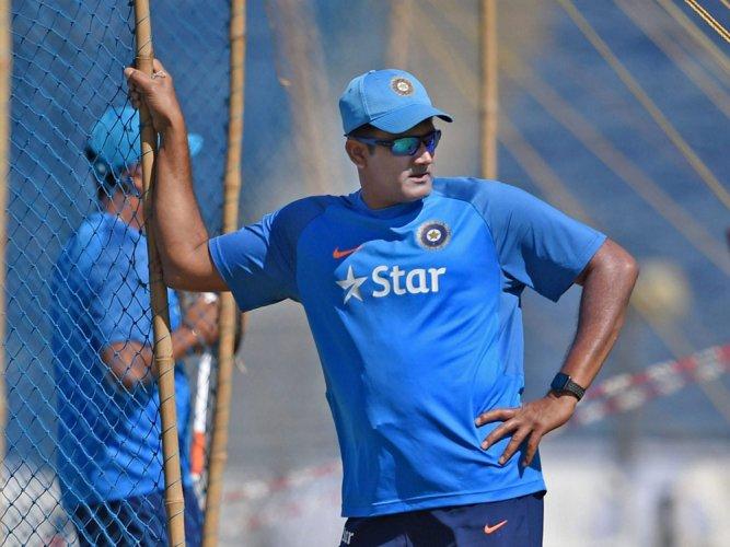 No 'showdown', coach Kumble gives Kohli throwdowns