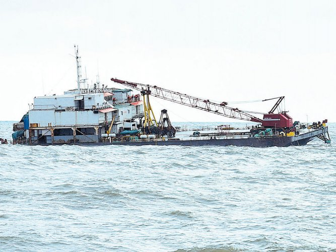 Barge with 23 workers on board sinking off Ullal coast