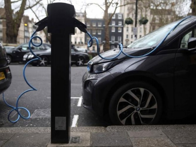'Instantly rechargeable' electric car batteries in the offing