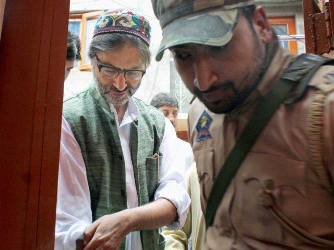 J&K govt foils separatists' meet