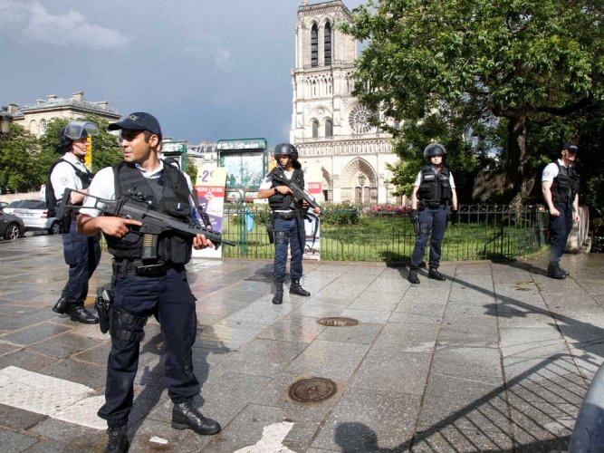 Police shoot, injure attacker outside Paris's Notre-Dame cathedral