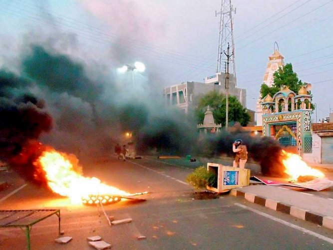 MP farmers' protest turns violent, 5 killed