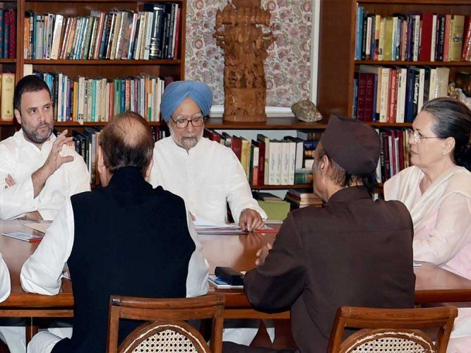 Economy running on public spending, says Manmohan