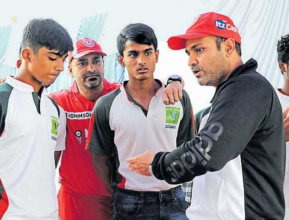 Sehwag applies for coach's job with two-line resume: reports