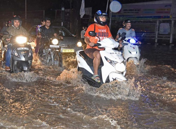 Roads waterlogged, commuters stranded and lost