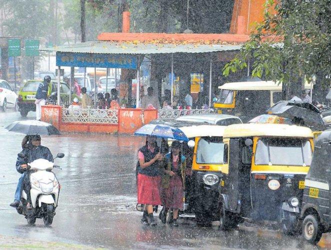 Monsoon intensifies, heavy rain lashes Uttara Kannada district