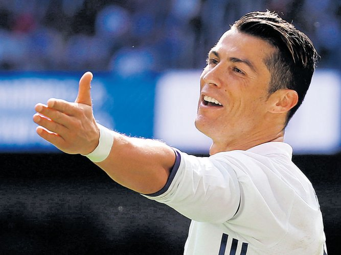 Cristiano Ronaldo 'father to twins with surrogate mum'