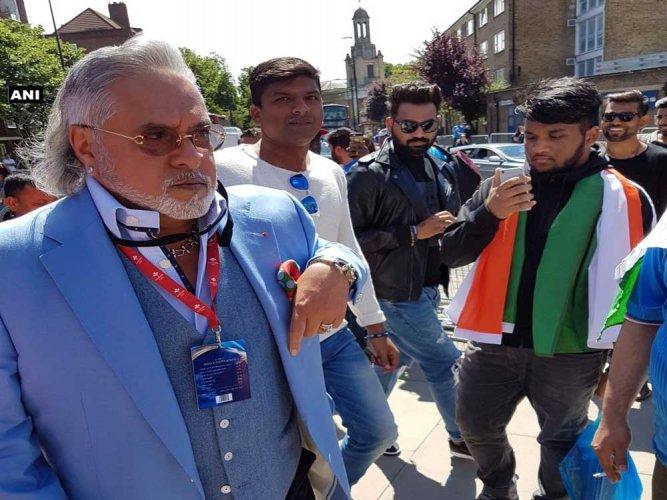 Vijay Mallya booed with 'chor, chor' chants at Oval [Video]