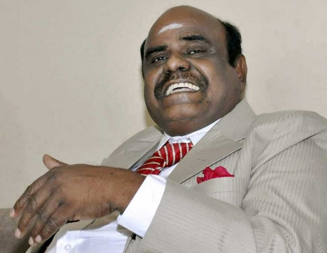 Justice CS Karnan retires from Calcutta HC today while still 'absconding'
