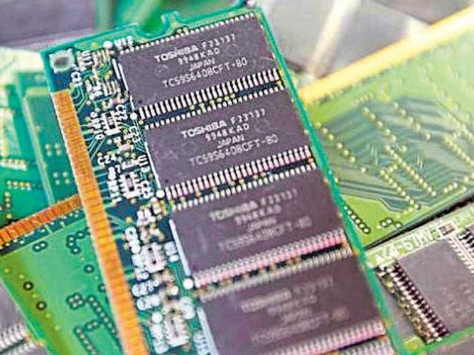 Apple, Dell join bid for Toshiba's chip biz