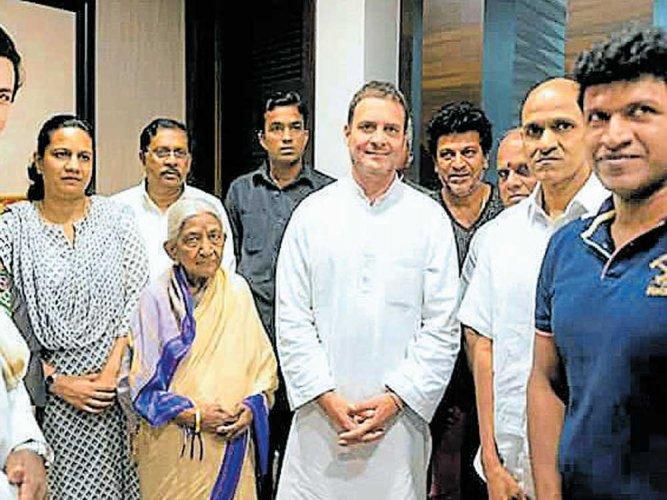 Rahul Gandhi's flash condolence visit to Rajkumar's house irks fans