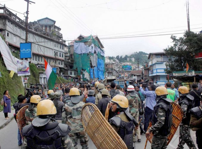 Centre rushes 600 paramilitary troops to Darjeeling, seeks report