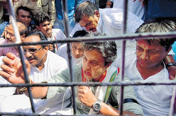 3 farmers end lives in 24 hrs; Scindia detained in Ratlam