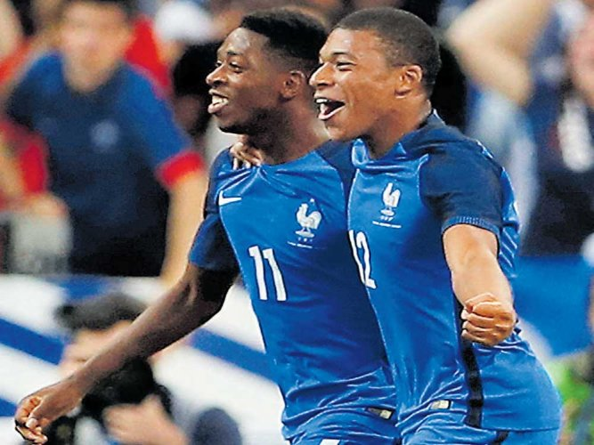 10-man France clinch victory