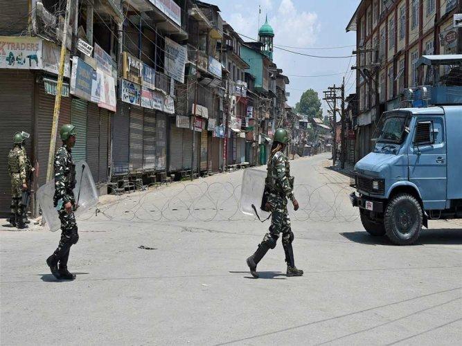 Militants shoot dead policeman in Kulgam