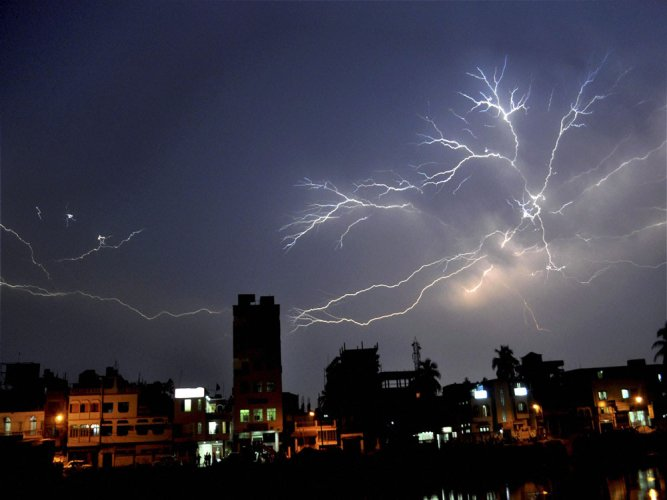Lightning more powerful over ocean than land: study