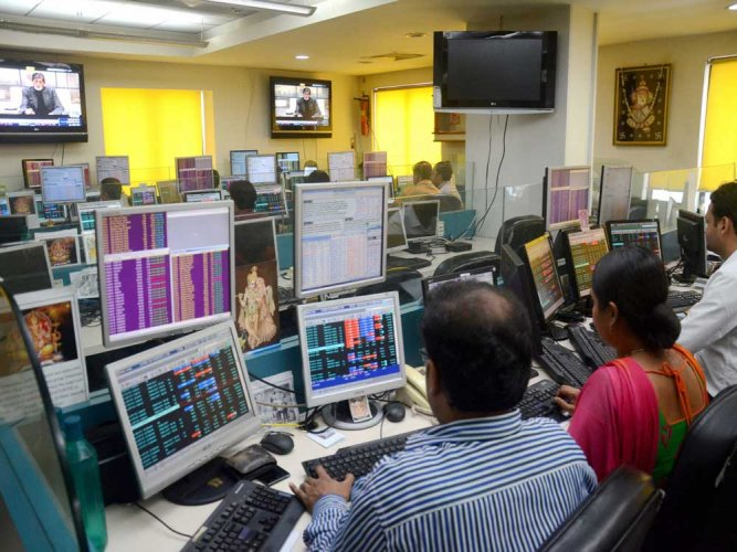 Sensex extends losses for the 2nd straight week, dn 205 pts