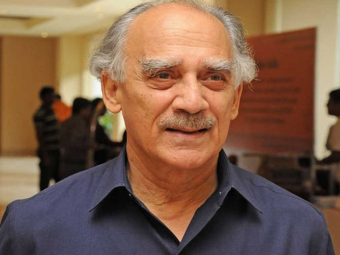Many of today's godmen are traders, says former minister Shourie