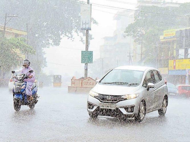 Heavy showers lash parts of Karnataka