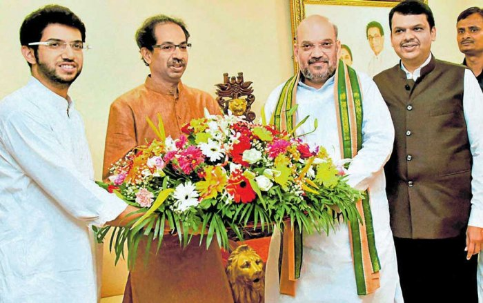 Shah meets Uddhav, seeks support for election