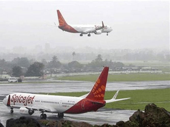 Spicejet intends to buy 50 Q400 planes from Bombardier