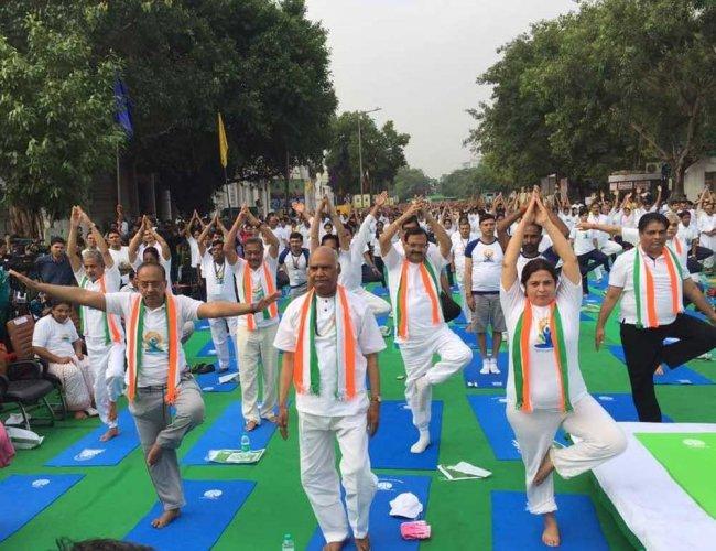 Prez candidate Kovind performs yoga in Delhi
