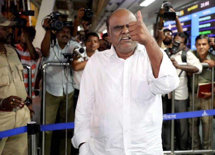 Former judge Karnan taken to Kolkata by WB Police